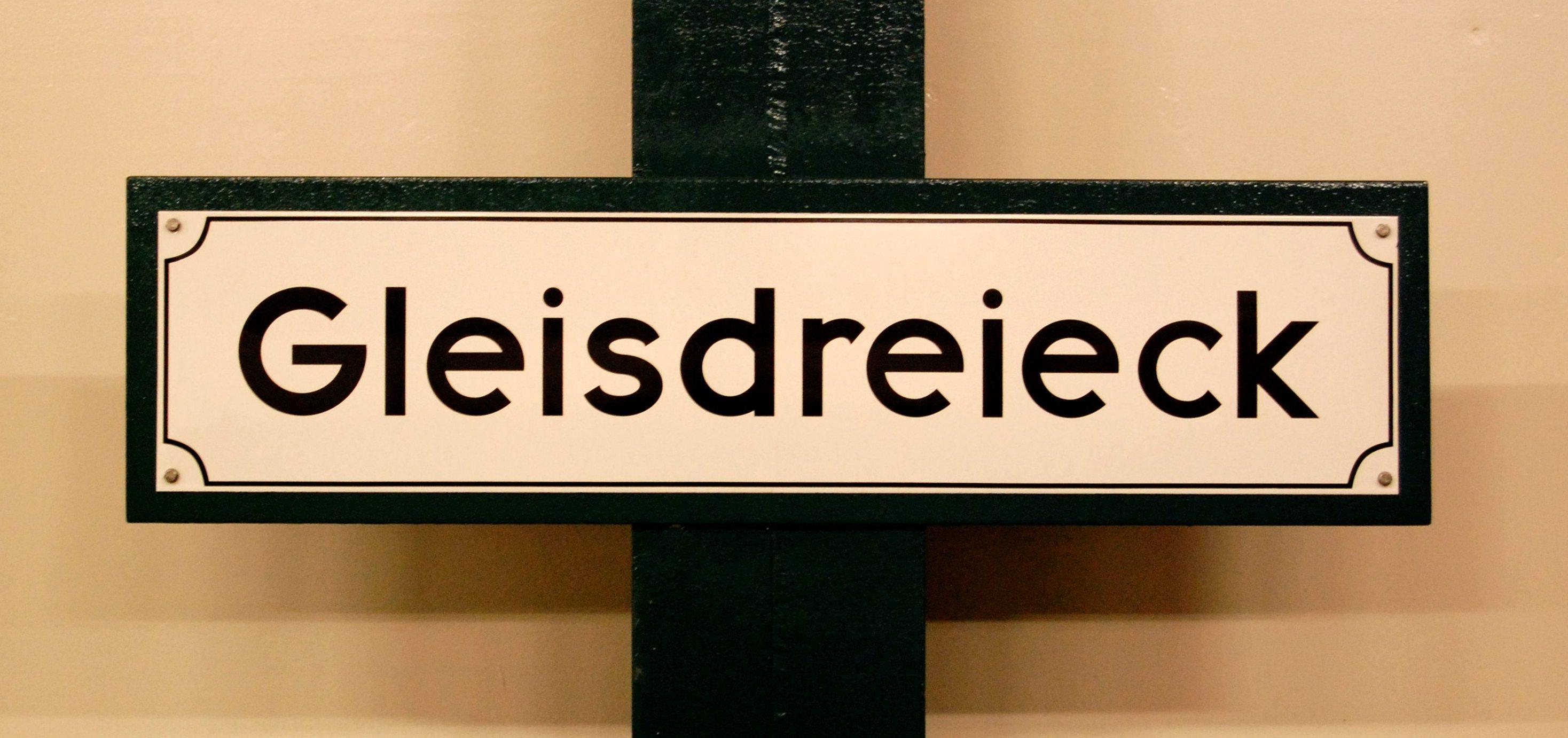 U-Bf Gleisdreieck - Schild, auf alt getrimmt