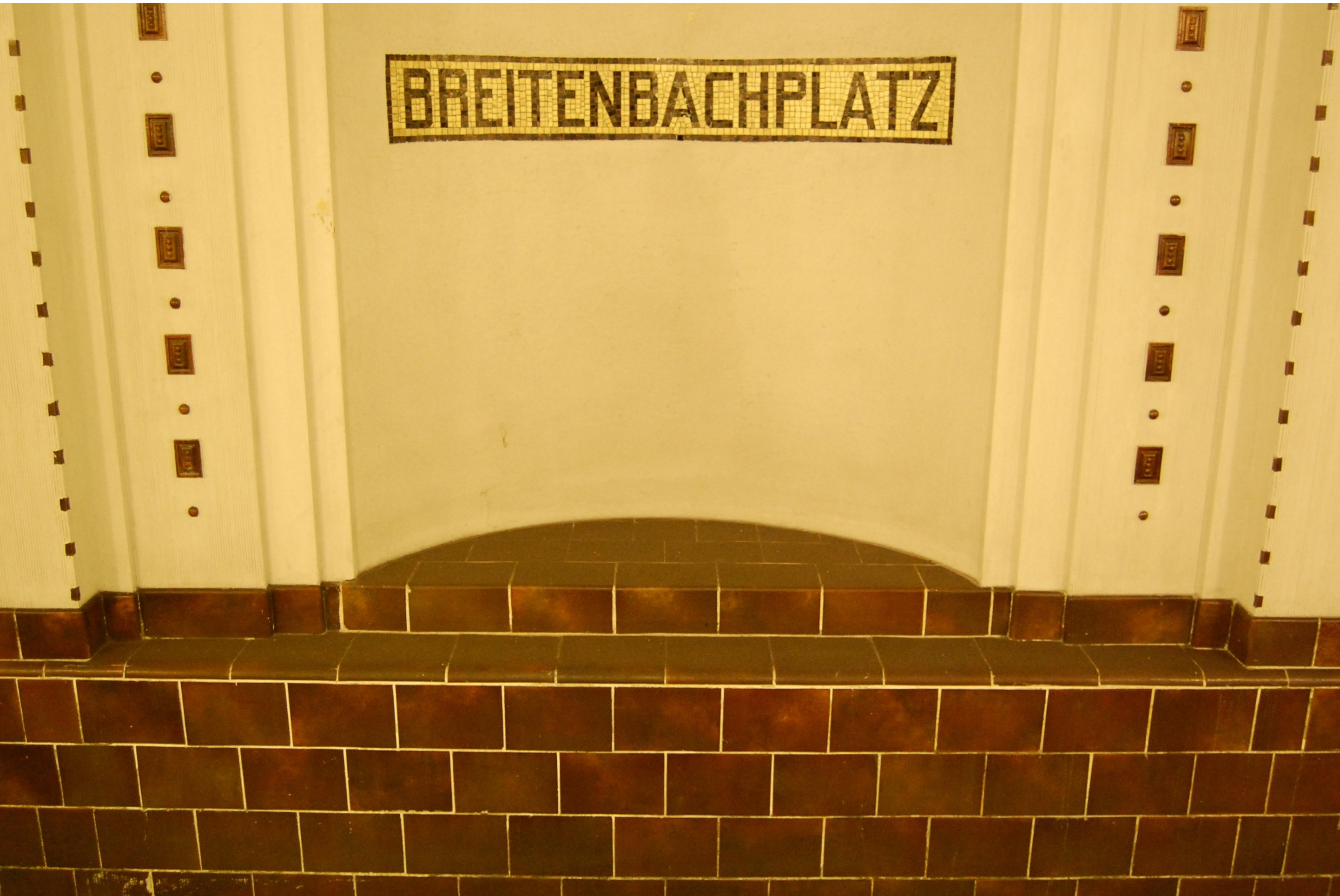 Staubwischdefizit auf dem U-Bf Breitenbachplatz